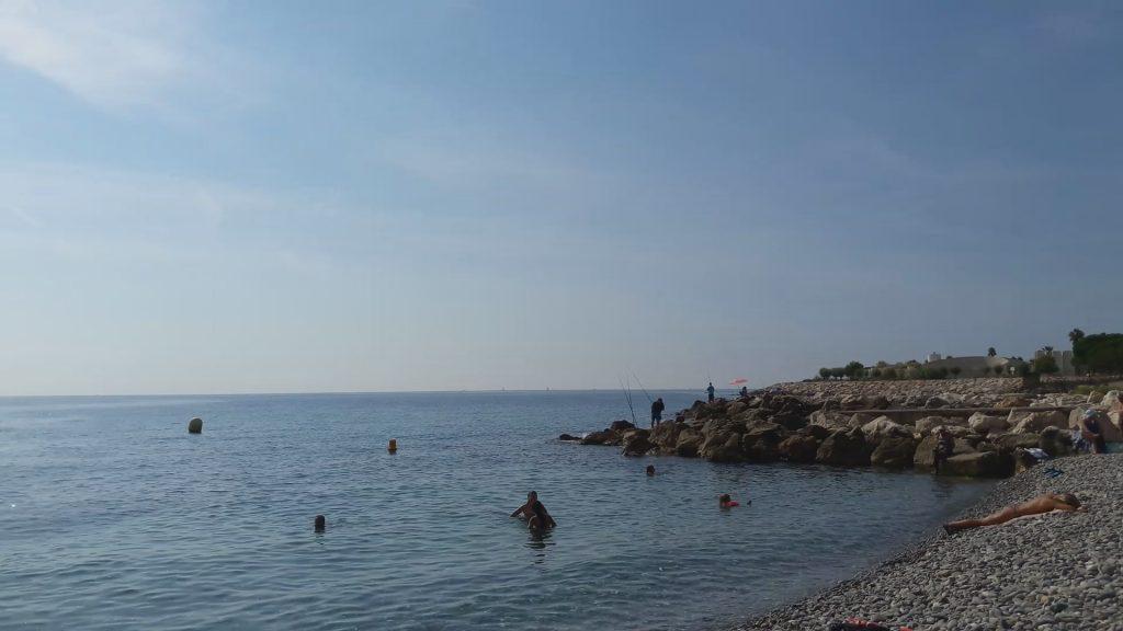 Западная часть Ниццы. Здесь начинается пляж