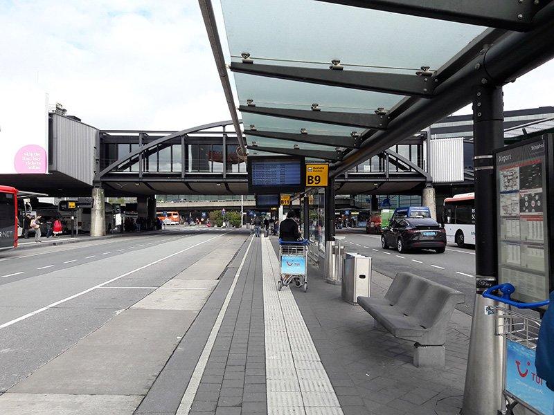 Автобусная платформа в аэропорту Схипхол. Отсюда отправляются автобусы в Амстердам и другие города