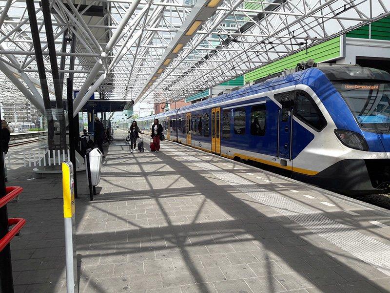 Поезд  SPRINTER на станции Заандам