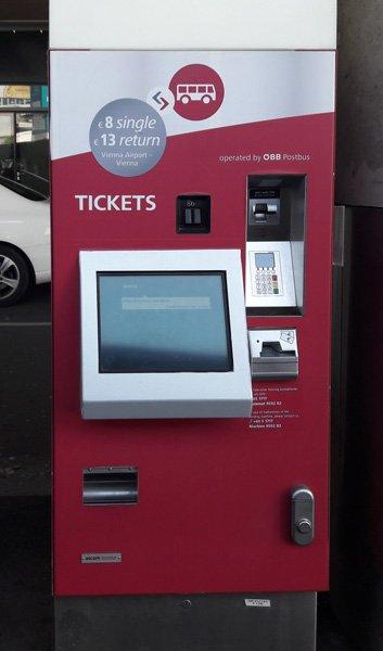 В таких автоматах продаются билеты на автобусы Vienna Airport Lines