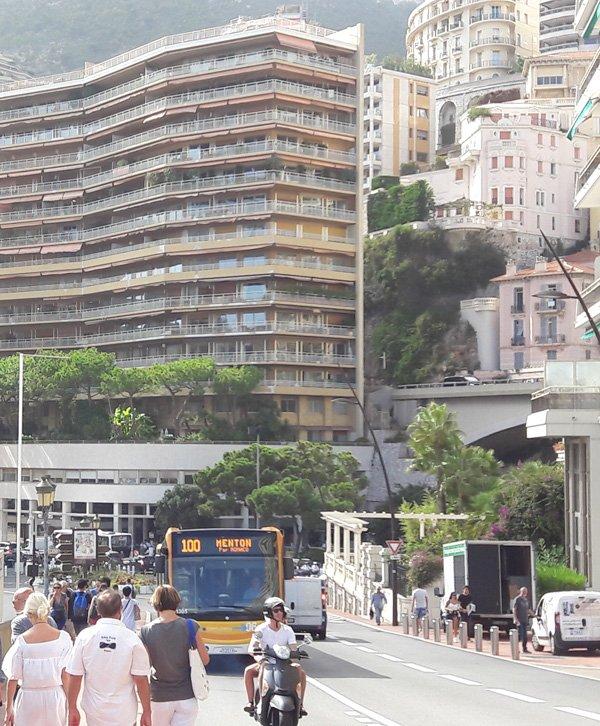Автобус 100 в Монако