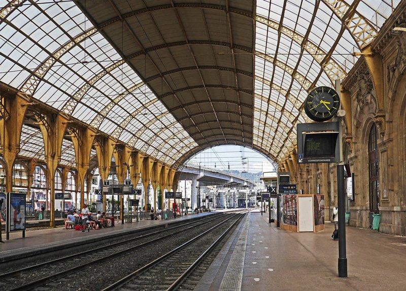 Главный вокзал в Ницце.