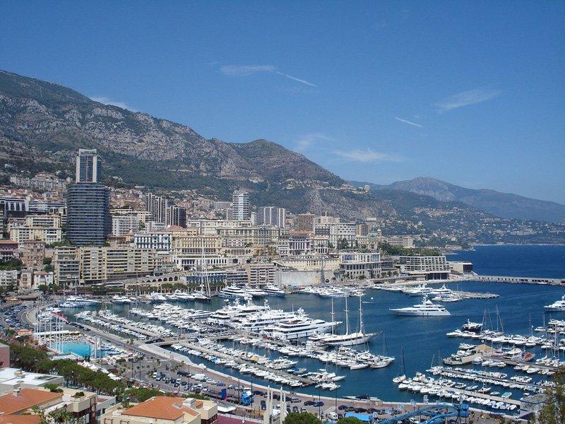 Вид со старого города на порт Эркюль и Монте Карло
