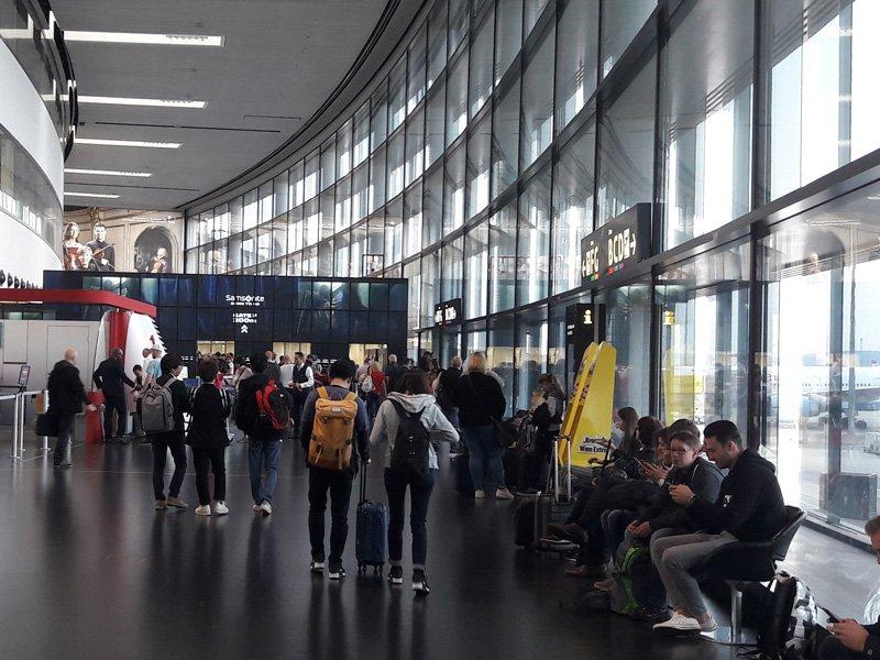 Зал регистрации в терминале 3
