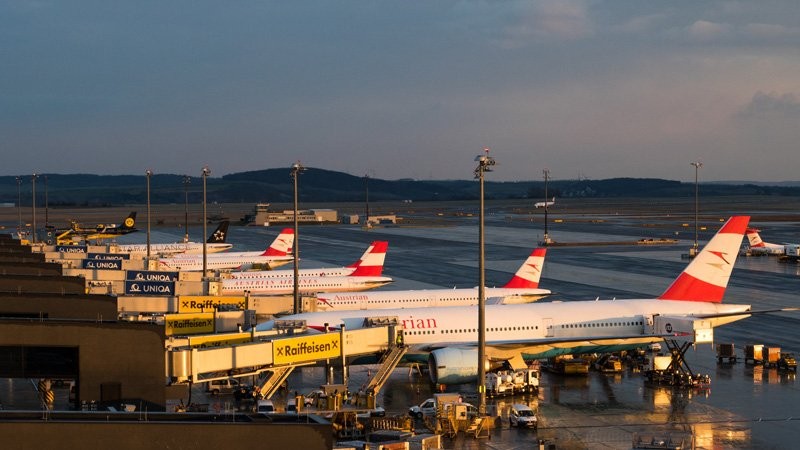 Вид на перрон в аэропорту Вены
