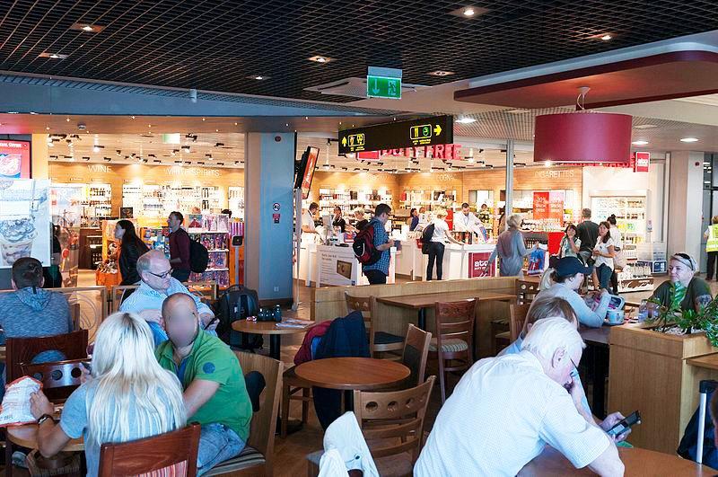Зона вылетов в аэропорту Риги
